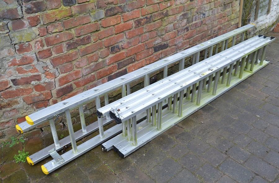 2 extending aluminium ladders