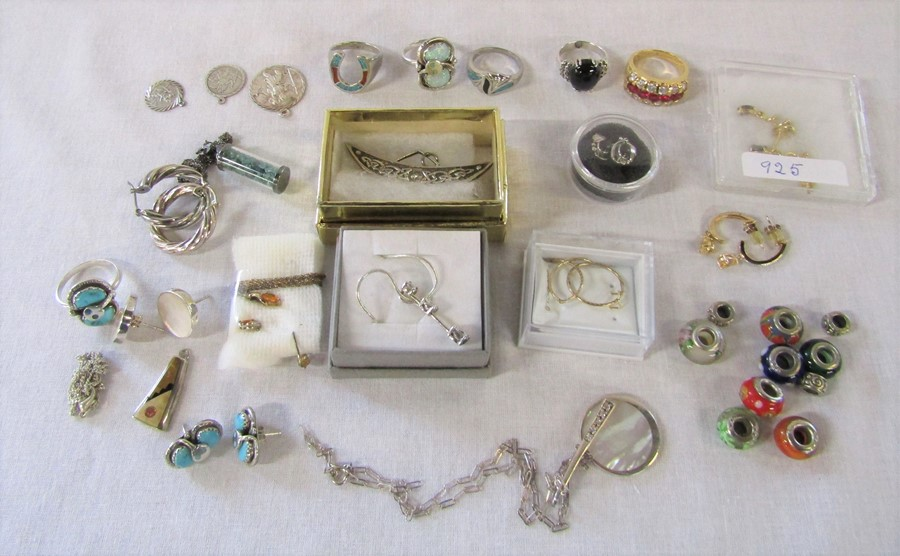 Quantity of mainly silver jewellery inc rings, brooches, earrings and pendants