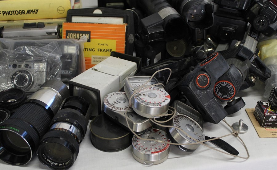 Selection of cameras, tripods, books on photography, Johnson Exactum postcard printer, Brownies, - Image 3 of 5