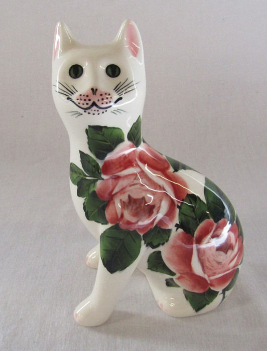 Wemyss G Hill Pottery cat, cabbage rose pattern, H 18 cm