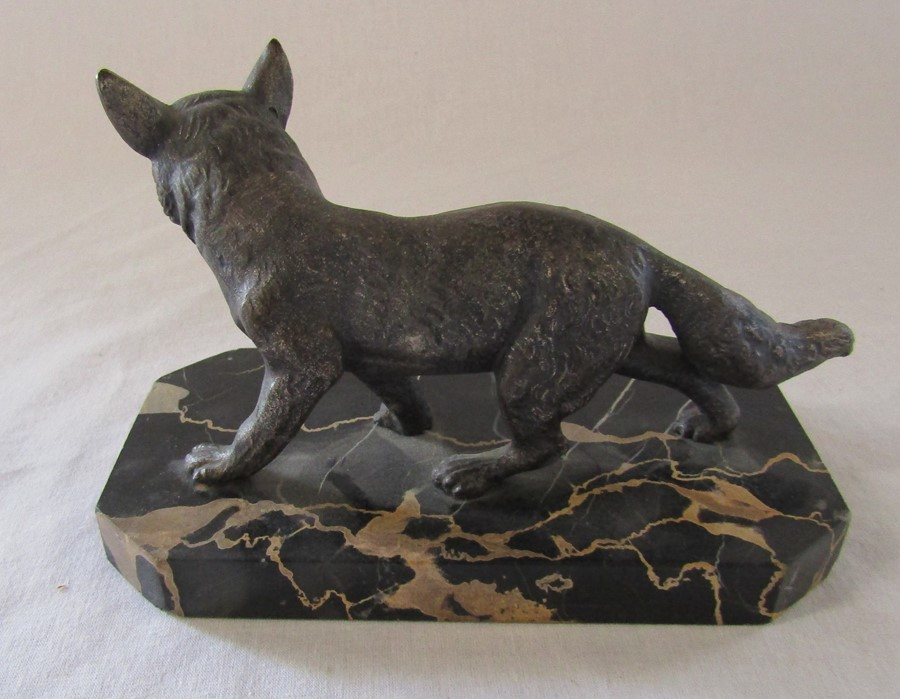 Art Deco bronze of a fox on a marble base L 18 cm H 12 cm (one leg repaired) - Image 2 of 7
