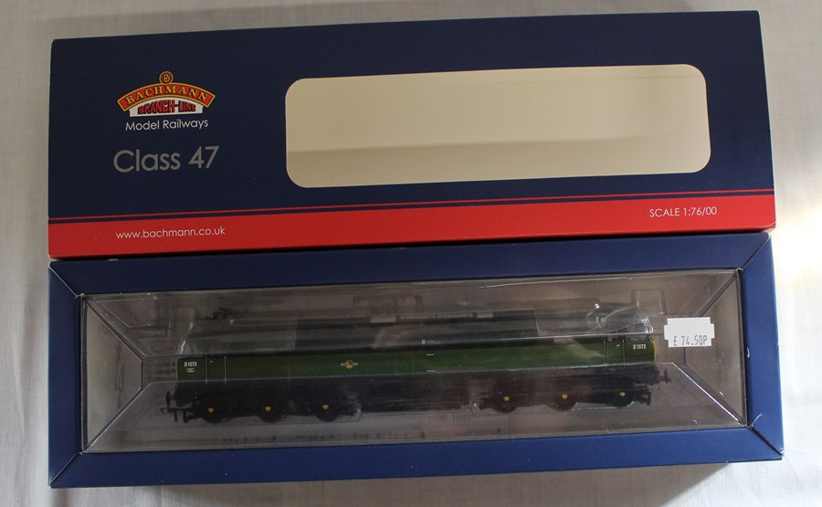 Bachmann Branch-Line boxed OO gauge 32-804 Class 47 diesel D1572 BR Two Tone Green - Image 2 of 2