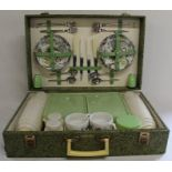 Brexton picnic set with green leaf design and contents