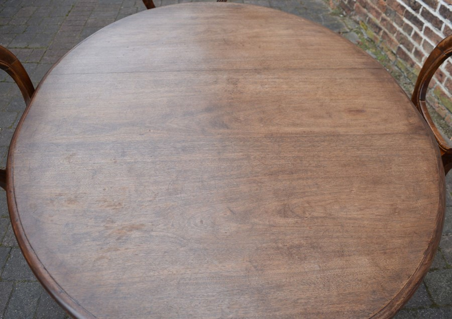 Victorian mahogany dining table 150cm by 120cm & 4 balloon back chairs - Image 3 of 3