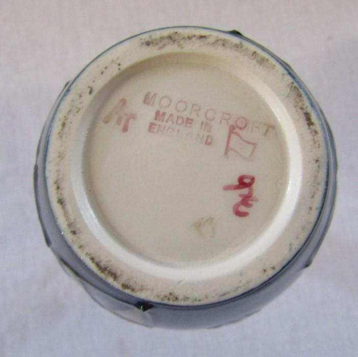 Small Moorcroft 'Bramble' pattern vase H 10.5 cm - Image 4 of 4