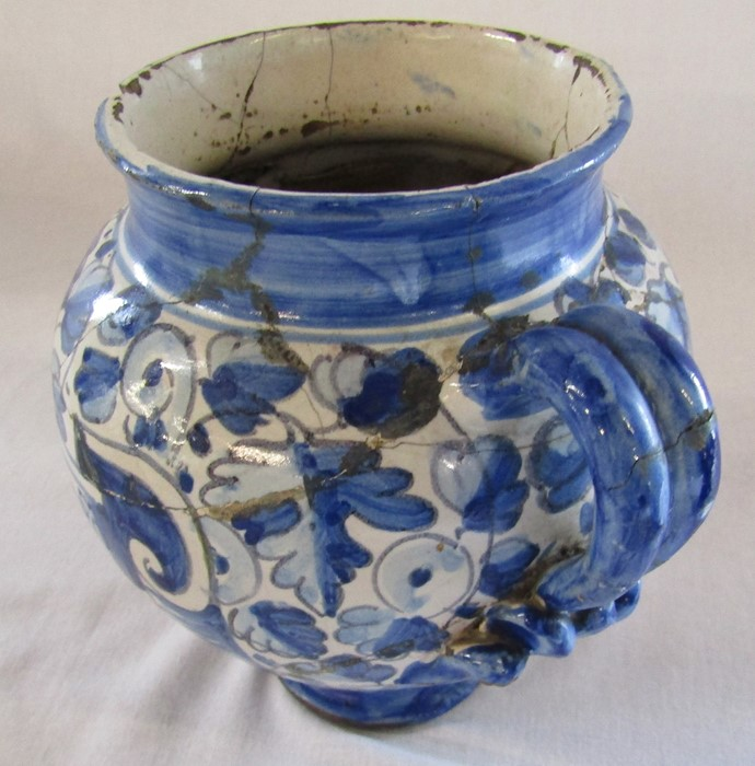 Maiolica wet drug apothecary jar H 18.5 cm (extensively restored) and a Delft ware double gourd / - Image 11 of 13
