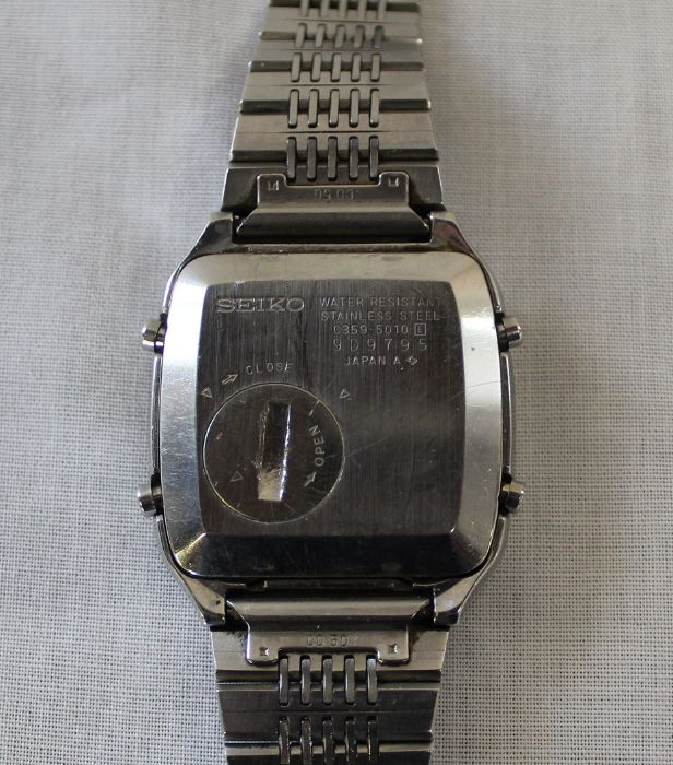 Vintage steel cased Seiko calculator wristwatch with digital dial on bracelet strap, the back - Image 3 of 3