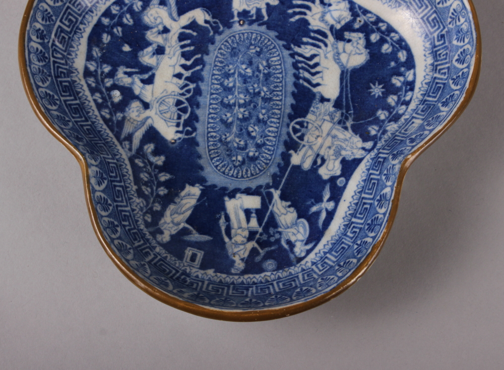"""An 18th century Worcester blue and white leaf-shaped pickle dish, 5 1/4"""" wide, and a blue and - Image 4 of 8"""
