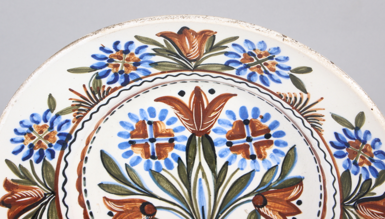 """A Thun type wall plate with floral decoration, 9 3/4"""" dia - Image 2 of 4"""