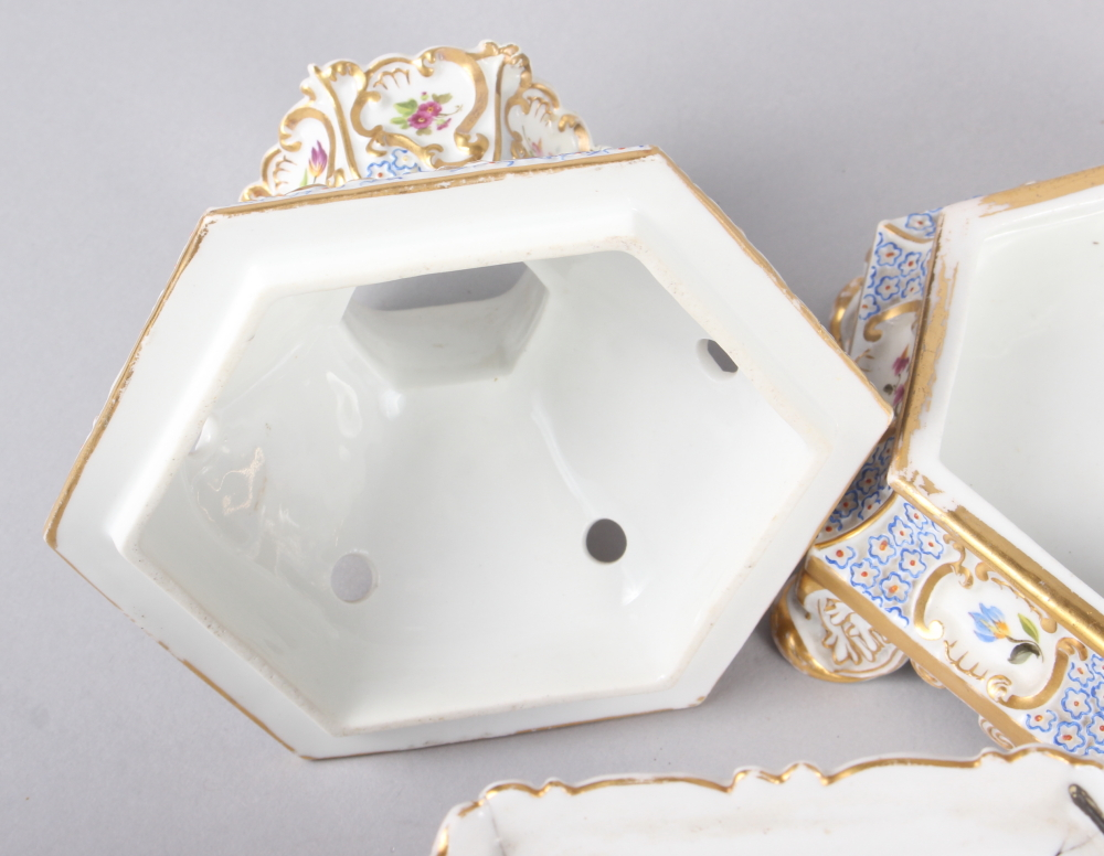 A pair of early 19th century Fontainebleau hexagonal two-handle pot pourri vases, covers and stands - Image 5 of 7