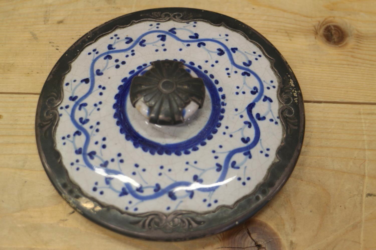 An 18th century Delft ware two handled posset pot and associated cover with white metal mounts, 8 - Image 5 of 14