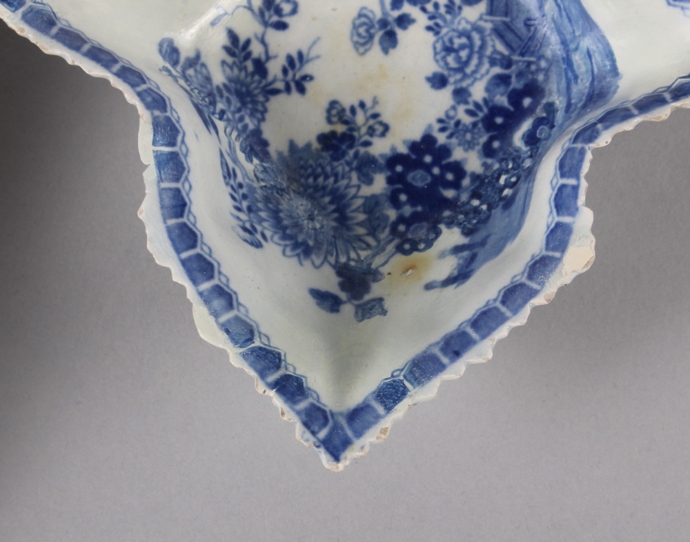 """An 18th century Worcester blue and white leaf-shaped pickle dish, 5 1/4"""" wide, and a blue and - Image 8 of 8"""