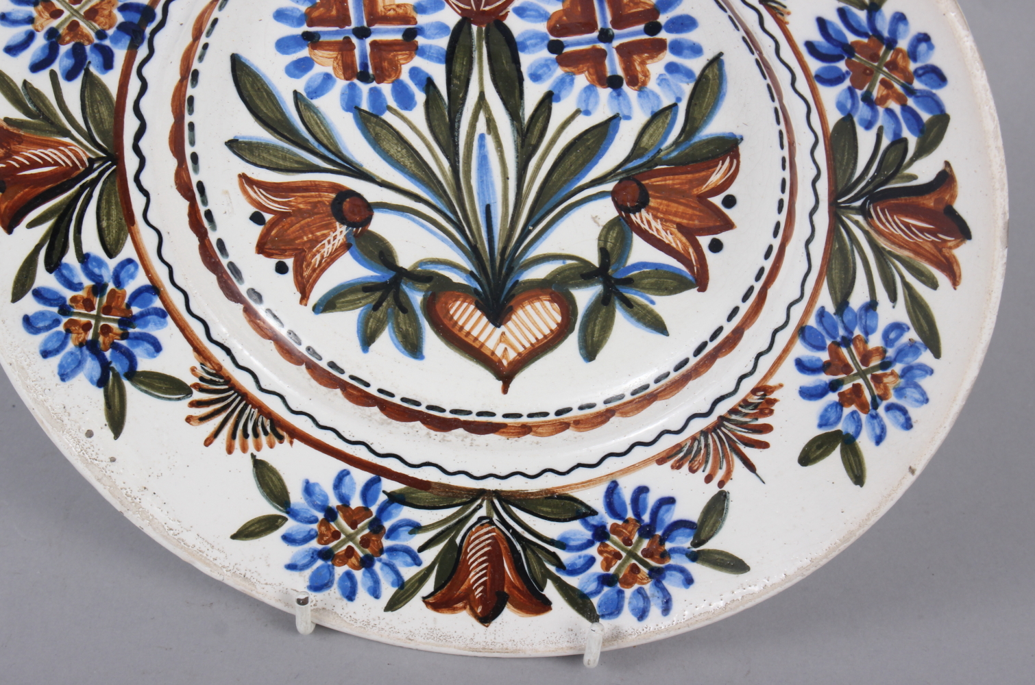 """A Thun type wall plate with floral decoration, 9 3/4"""" dia - Image 3 of 4"""