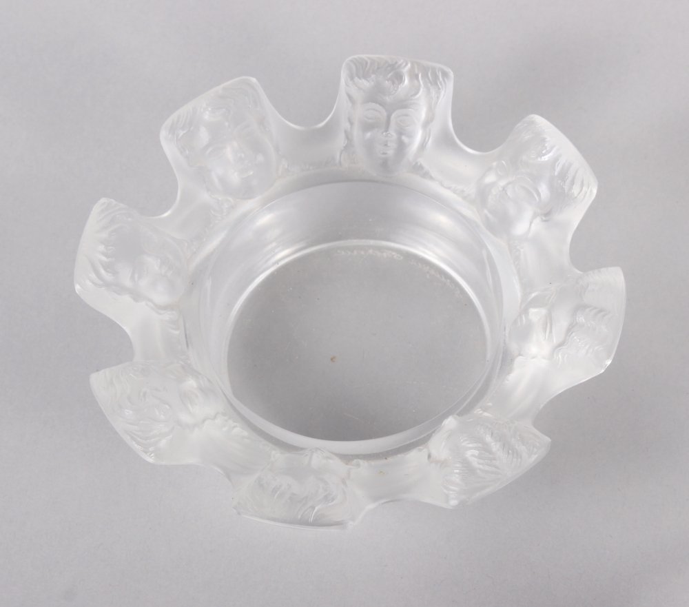 """A pair of Lalique France """"Saint Nicholas"""" pattern pin dishes, 4 1/2"""" high (damages) and another - Image 2 of 7"""