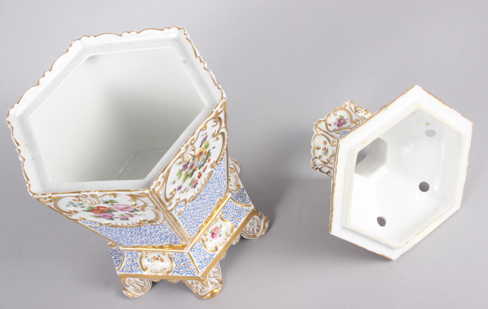 A pair of early 19th century Fontainebleau hexagonal two-handle pot pourri vases, covers and stands - Image 6 of 7