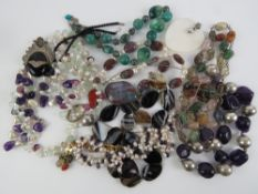 A quantity of pearl and hard stone jewel