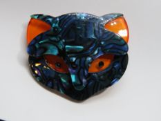 An overlaid plastic brooch in the style of Lea Stein in the form of a cats face, 5.5cm wide.