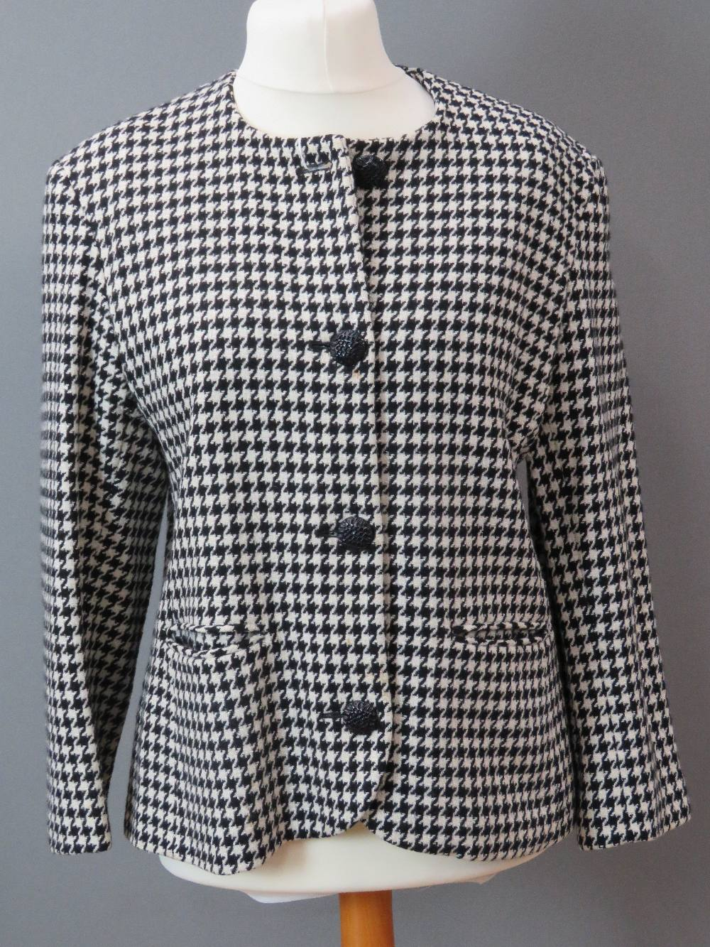 A hounds tooth pattern ladies jacket, 75