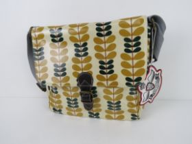A leaf patterned handbag in yellow 'as n