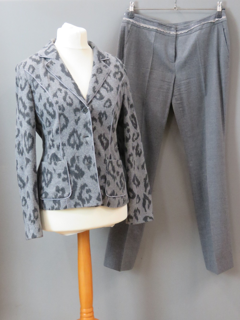 Betty Barclay; Ladies jacket and trouser