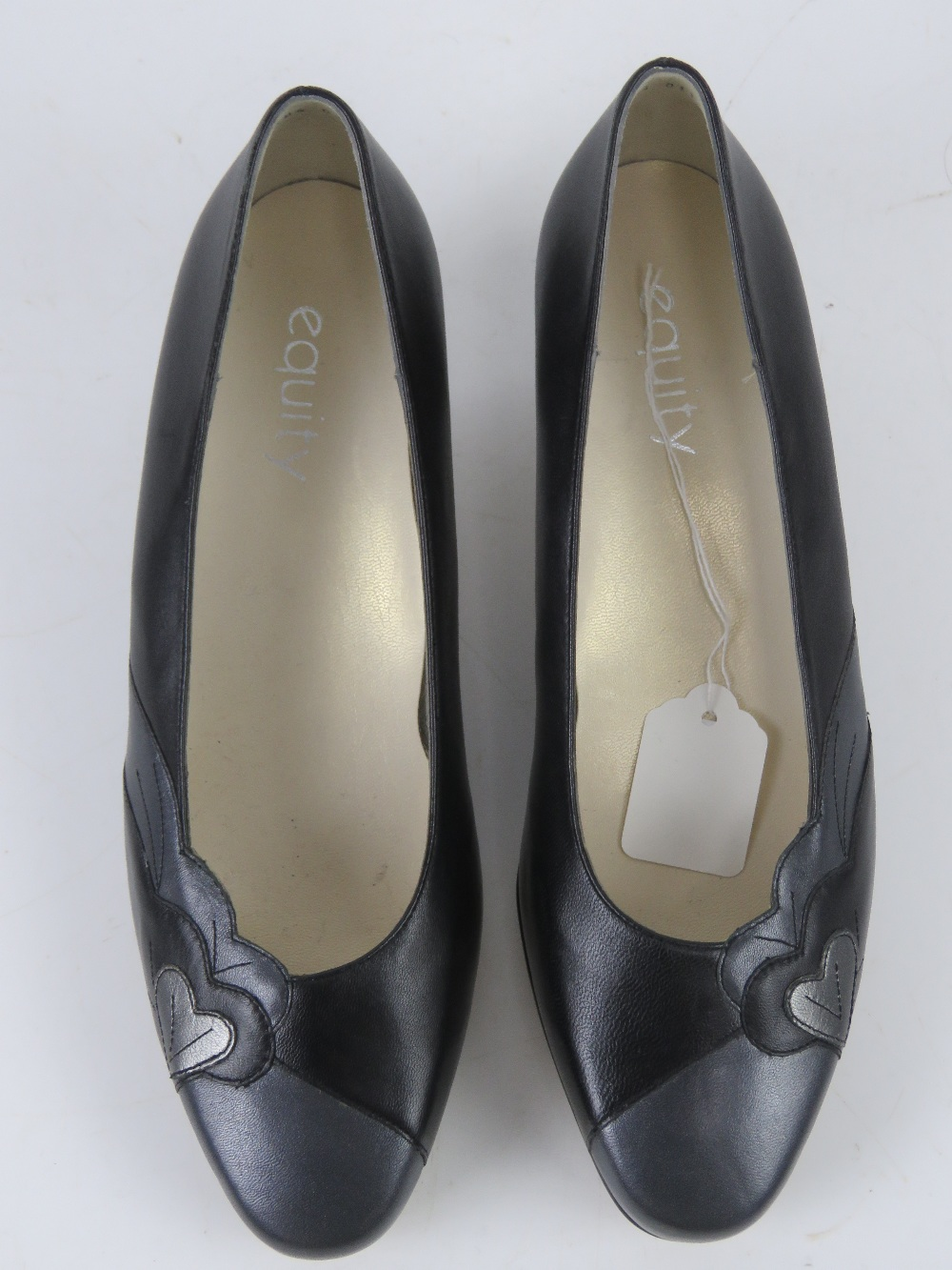 A pair of 'as new' leather ladies shoes - Image 2 of 4