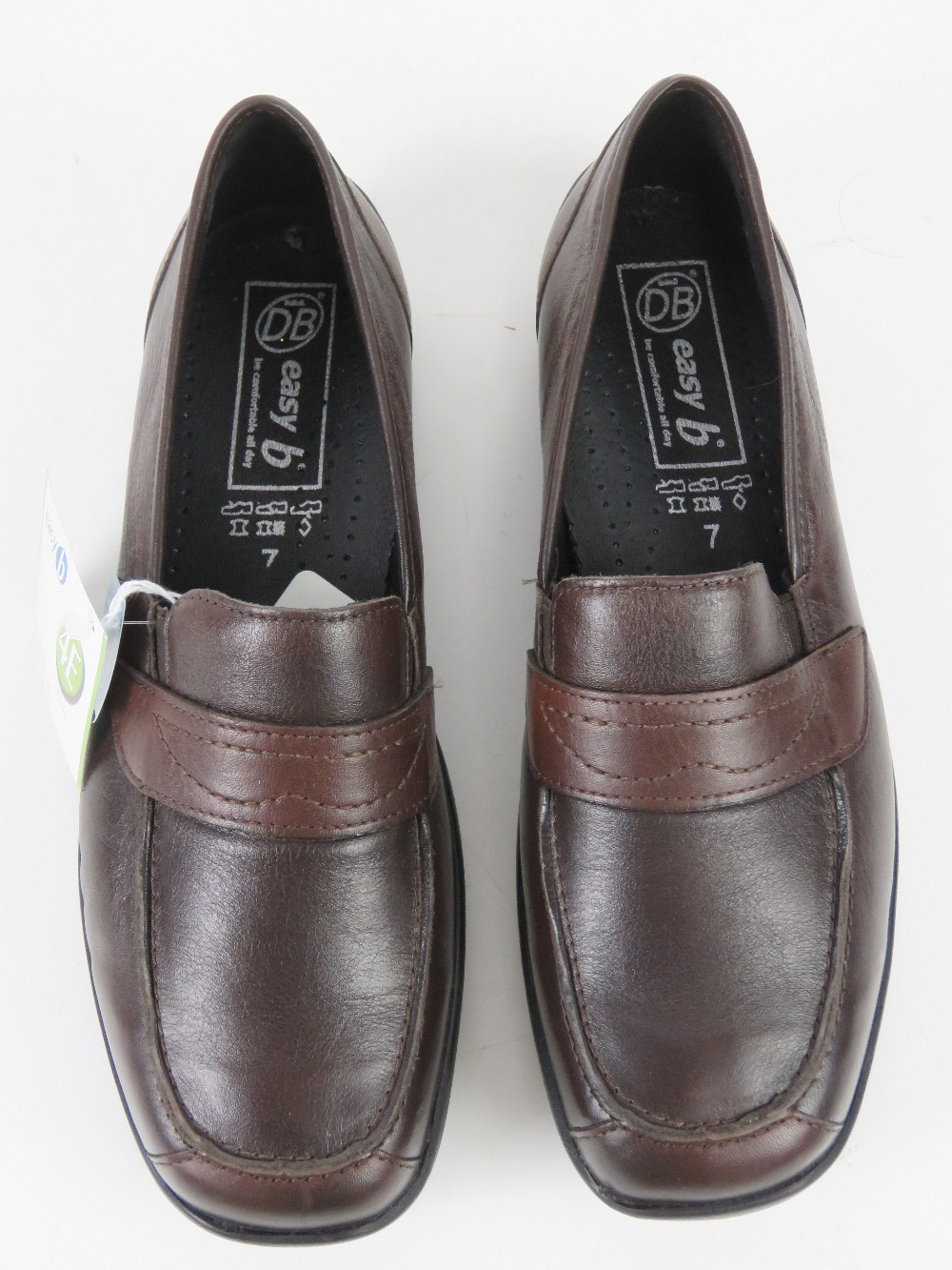 A pair of 'as new' leather shoes by Easy - Image 2 of 3