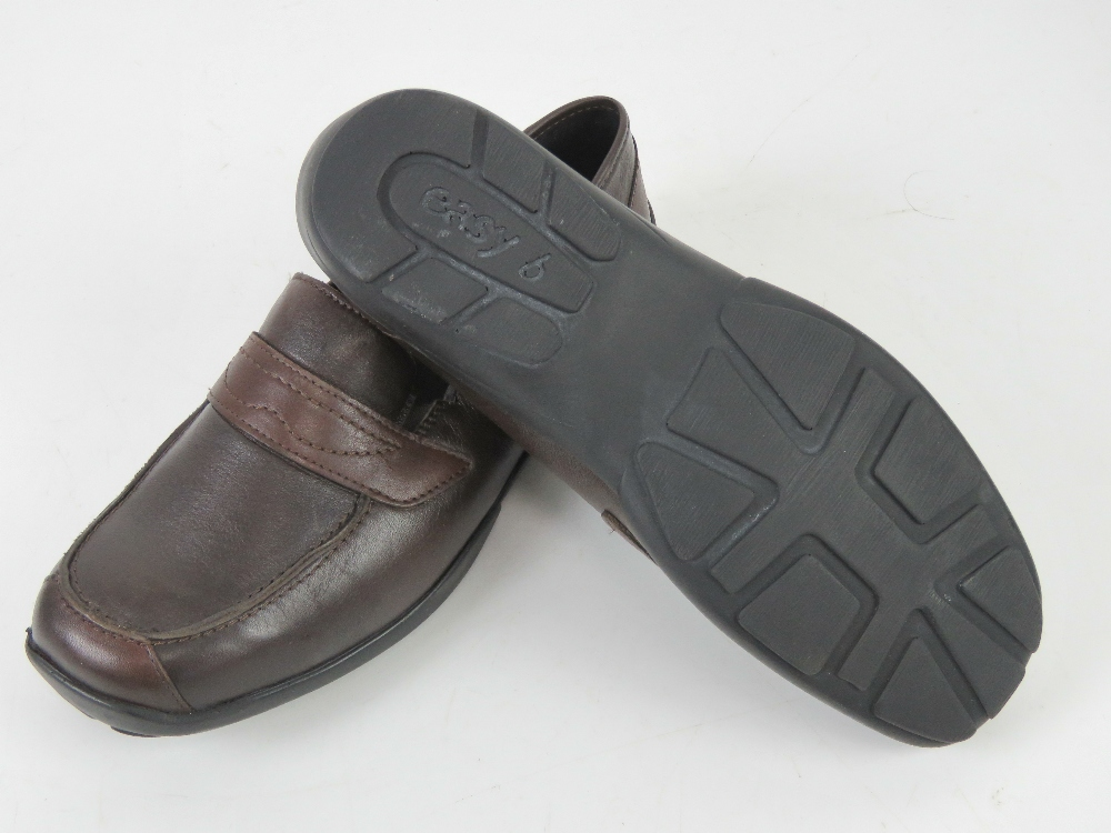 A pair of 'as new' leather shoes by Easy - Image 3 of 3