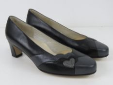 A pair of 'as new' leather ladies shoes