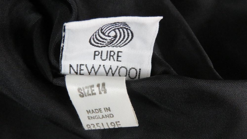 Viyella; 100% pure new wool ladies jacke - Image 3 of 7