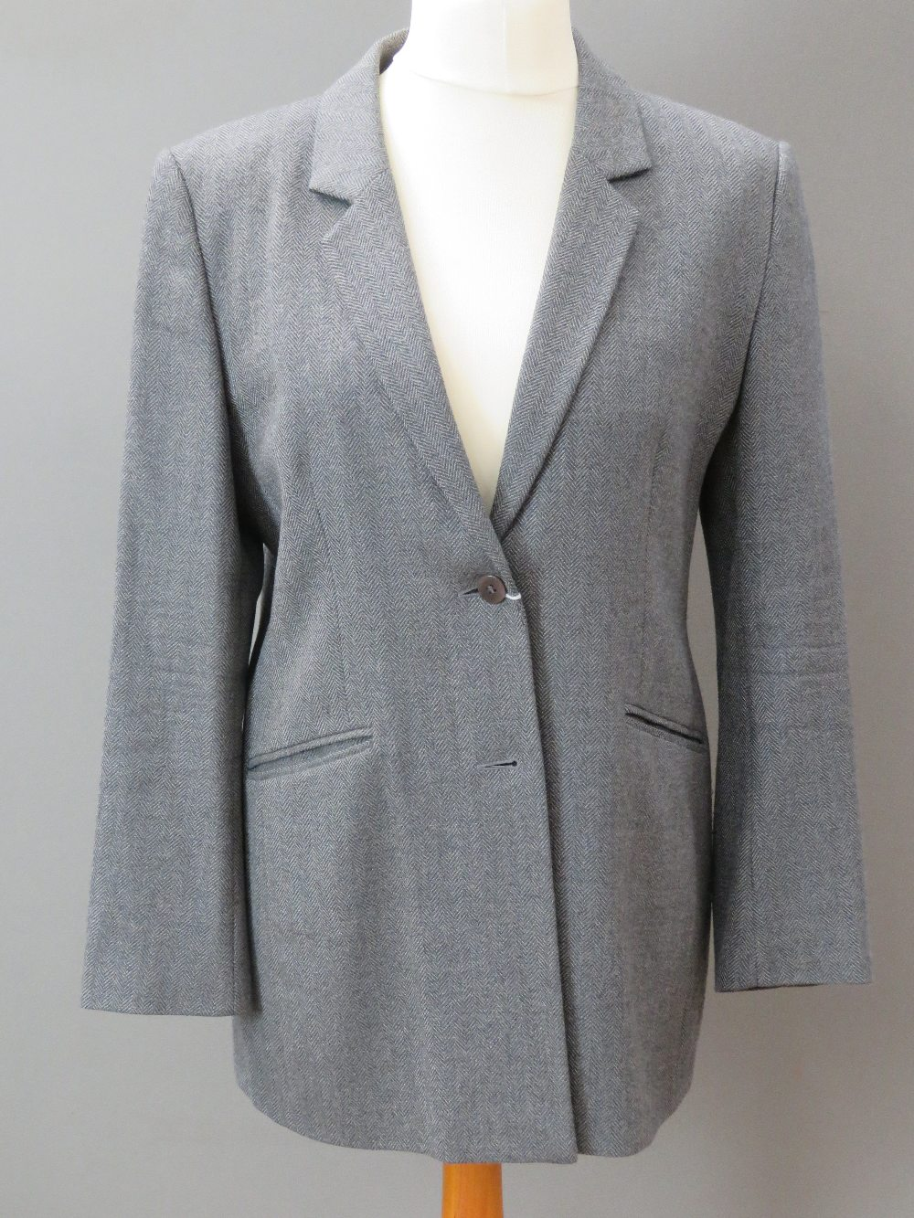 A ladies wool and cashmere grey tweed ja