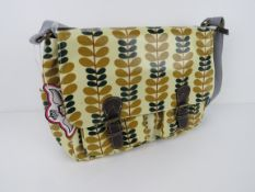 A leaf patterned satchel type handbag 'a