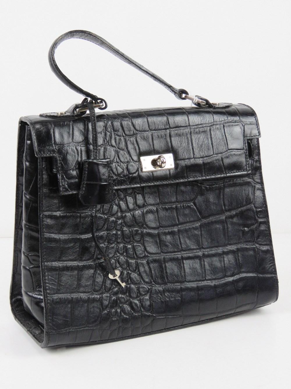 A black faux crocodile skin handbag havi