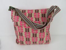 A fabric tote bag having leaf pattern in