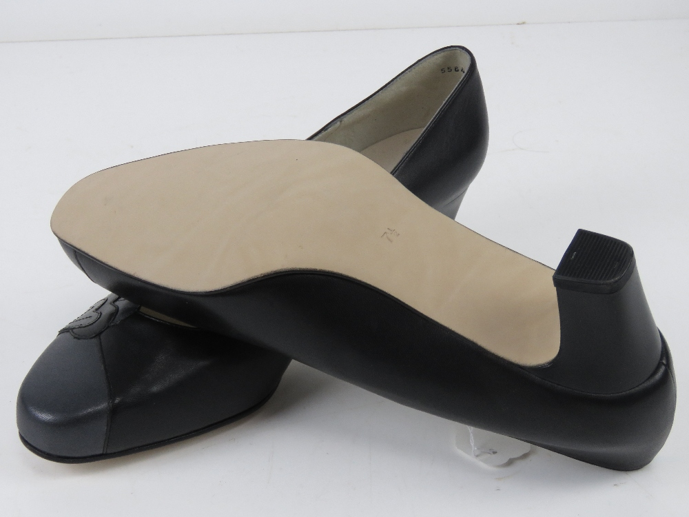 A pair of 'as new' leather ladies shoes - Image 3 of 4