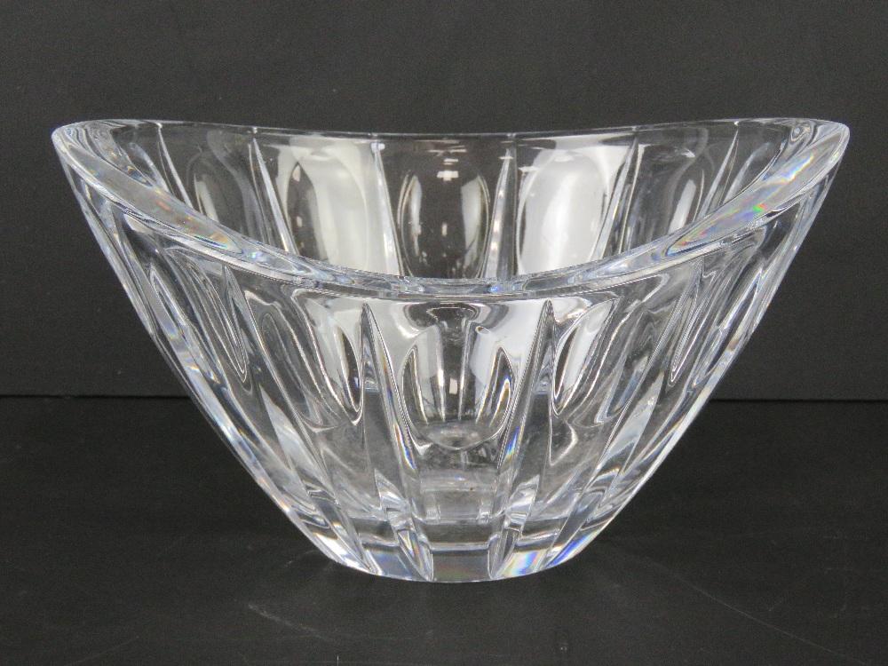 A Lenox crystal glass bowl, 25cm wide.