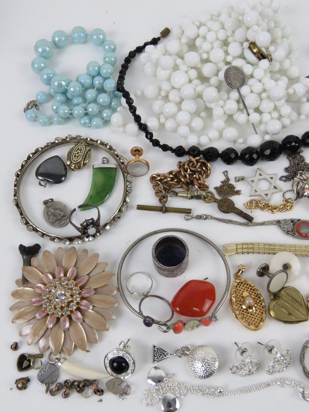 A quantity of assorted jewellery including silver signet ring, silver heart padlock clasp, - Image 2 of 3