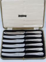 A set of HM silver handled butter knives in fitted box, hallmarked Sheffield 1937.