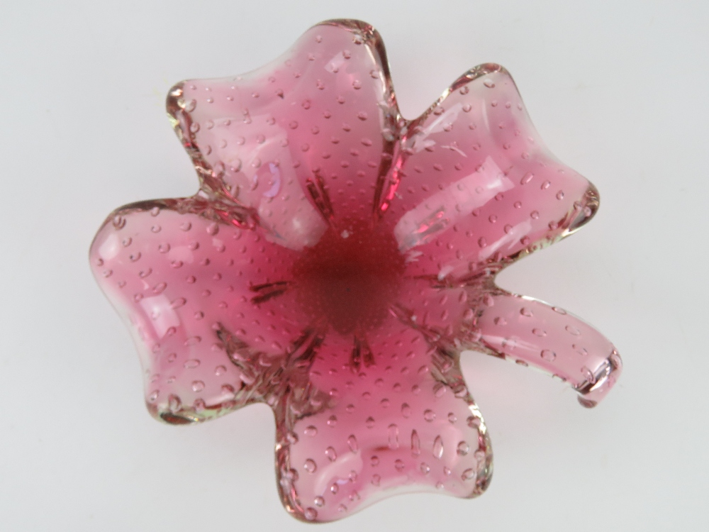 An art glass bowl in the form of a four leave clover, pink ground, having bubble pattern throughout. - Image 3 of 3