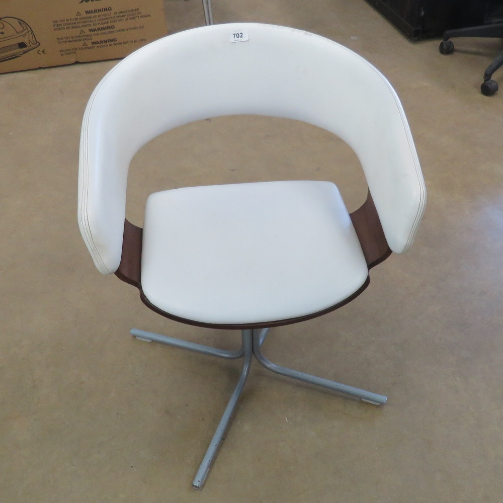 A contemporary white leatherette chair b