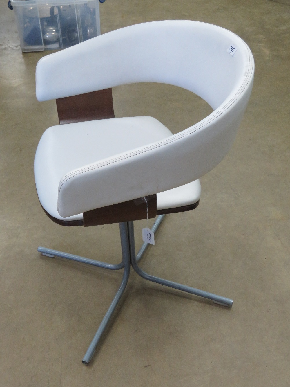 A contemporary white leatherette chair b - Image 2 of 3