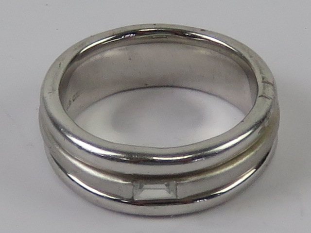 A hallmarked silver ring having baguette