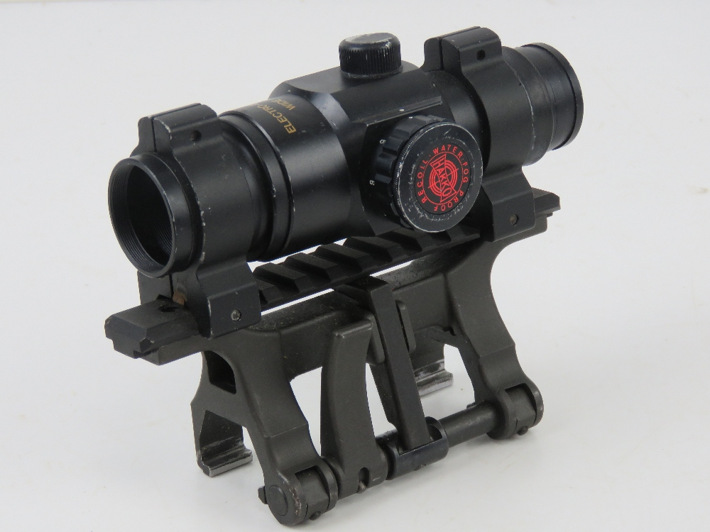 A Hakko Red Rot Combat Optic on Heckler and Koch quick detach STANAG claw mount. - Image 2 of 6