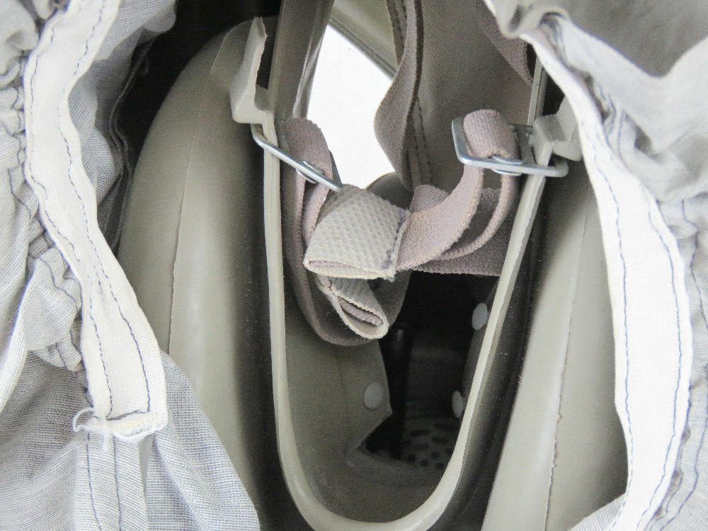 A Czech M-10 M military gas mask in bag. - Image 5 of 6