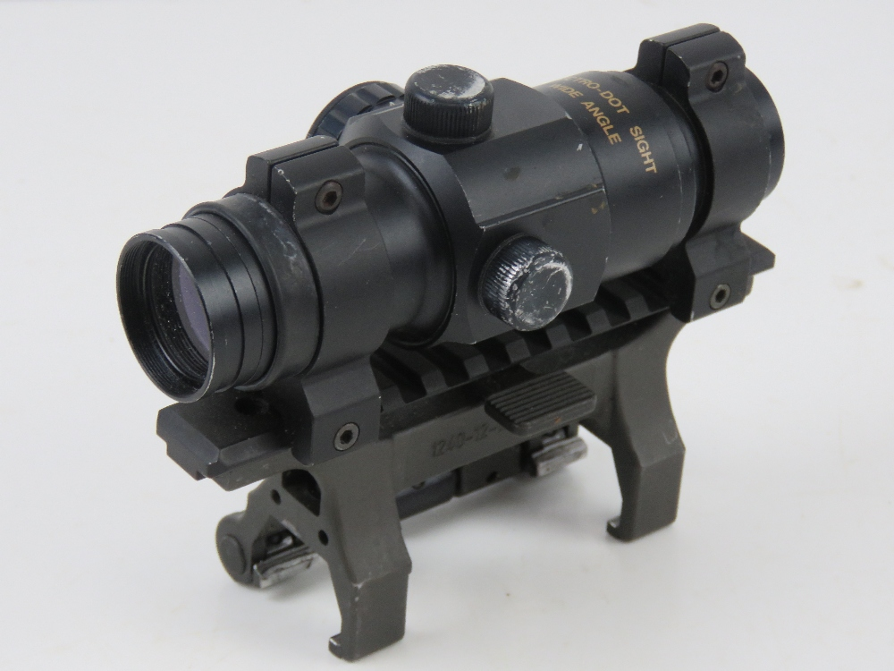 A Hakko Red Rot Combat Optic on Heckler and Koch quick detach STANAG claw mount.