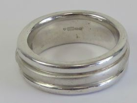 A HM silver ring having three alternating polished and brushed effect band with white stone to