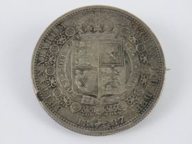 An 1887 Victoria half crown coin mounted for use as a brooch, 3.2mm dia, 14.9g.