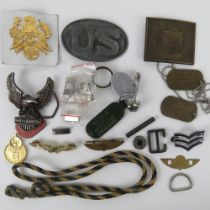 A quantity of assorted US Military, dog tags and insignia.