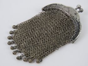 A white metal chain link purse having chain loop handle, no apparent hallmarks, approx 7.5 x 4.5cm.