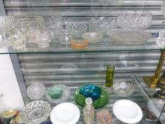 A QUANTITY OF VARIOUS VINTAGE GLASS WARES.