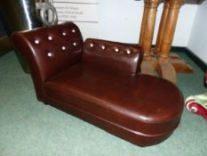 A SMALL CHILDS ANTIQUE STYLE CHAISE LOUNGE / DAYBED